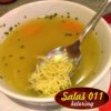 Domaća pileća supa. Služi se sa dve sveže kajzerice. Online poručivanje, dostava hrane, ketering, Novi Beograd - Zemun. 069 63 61 69, 065 4444 381